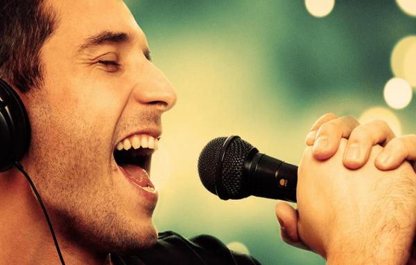 تعبیر خواب آواز و آواز خواندن دو نفره - تعبیر آواز خواندن با صدای بلند در خواب