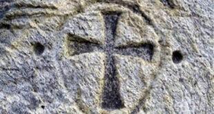 دفینه های قبرستان مسیحیان + نشانه صلیب در قبرستان مسیحیان