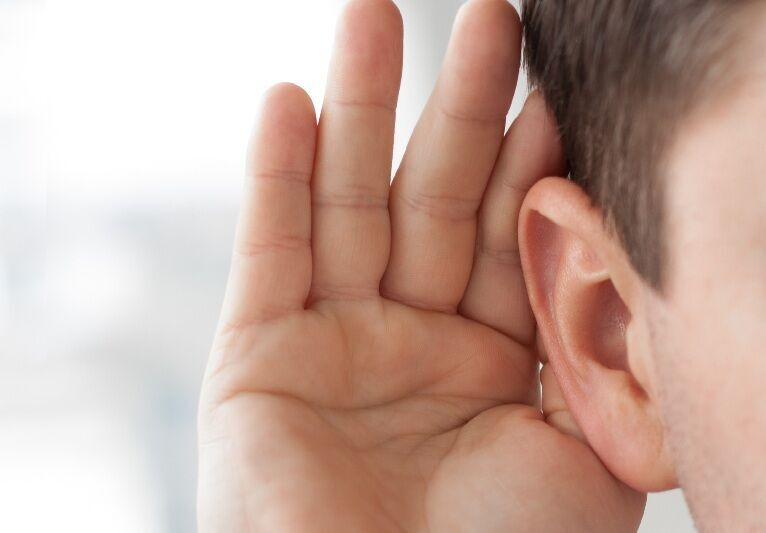 تعبیر خواب ناشنوا و کر شدن گوش و کم شنوا شدن و بسته شدن گوش